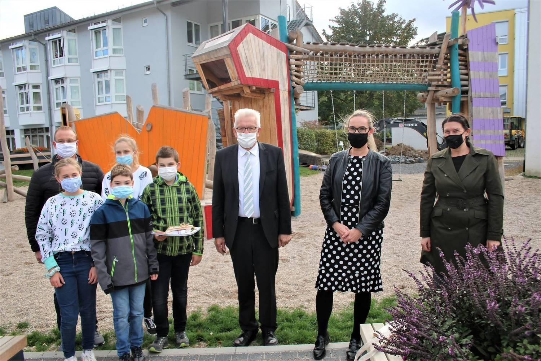 Besuch vom Ministerpräsident Schüler Remchingen Presse Ministerpräsident Minister Lob Kretschmann CDRS Carl Dittler Realschule